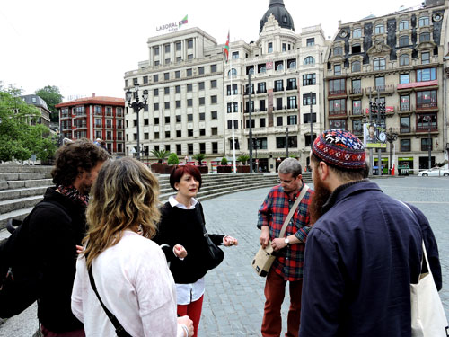Elena Pérez with a group of EXIB 2015 participants from Argentina, Venezuela, Spain and the USA - Photo by Angel Romero