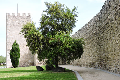 another shot of the Evora city walls - Photo by Angel Romero