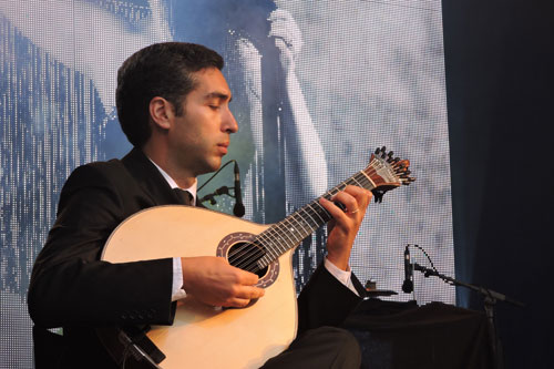 Paulo Ferreira on Portuguese guitar at EXIB 2016 - Photo by Angel Romero