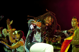 Rocky Dawuni - Photo by Glen Wilson
