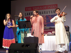 The Subramaniam family on stage – Photo by Madanmohan Rao