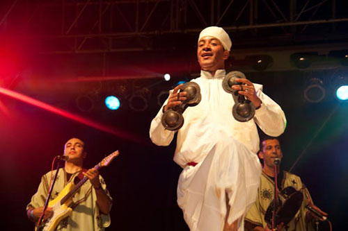 Oudaden playing karkabas at Rainforest World Music Festival 2009 -