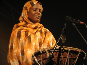 Aziza Brahim playing tabal – Photo by Angel Romero