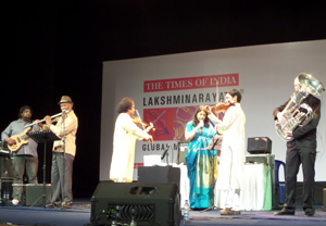Dr. L. Subramaniam and guests on stage – Photo by Madanmohan Rao