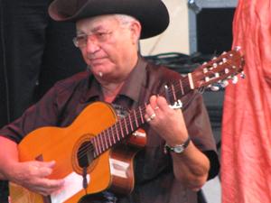 Eliades Ochoa in Raleigh - Photo by Angel Romero