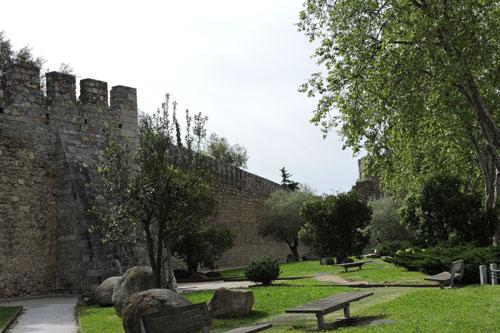 Evora city walls - Photo by Angel Romero