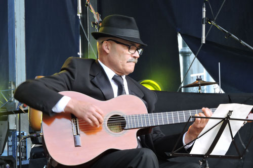 Jerónimo Mendes on fado guitar at EXIB 2016 - Photo by Angel Romero