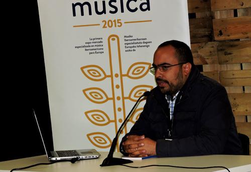 José Jesús Gómez describing Venezuela's Agencia de Representaciones Artistas (ARA) at EXIB 2015