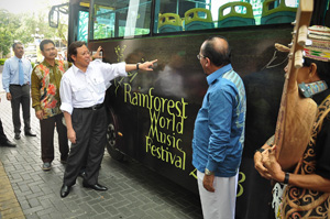 Minister of Tourism Sarawak, Datuk Amar Abang Haji Abdul Rahman Zohari Tun Openg (3rd from left) and Sarawak Tourism Board CEO, Dato' Rashid Khan (2nd from right) looking at the bus advertisement on Kuching city public-link bus after today's press conference.