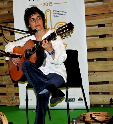 Rosalia Mowgli playing guitar