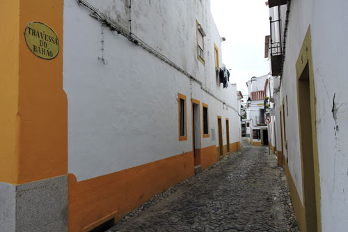Travessa do Barao, one of the numerous narrow city streets - Photo by Angel Romero