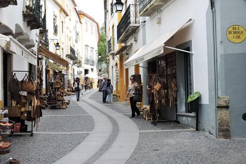 Cork item souvenir shops - Photo by Angel Romero