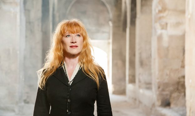 Glamorous recital from Canadian Singer and Harper Loreena McKennitt in San Sebastian